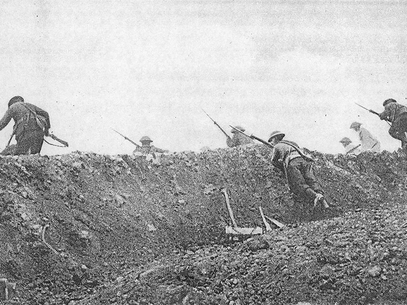Trench, soldier going over the top p602 from World War 1914-18
